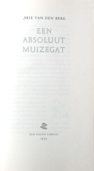 Berg, Arie van den. Een absoluut muizegat.